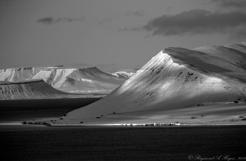 Isfjorden-svartHvitt-downsized